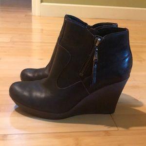 Ugg Meredith brown sheepskin leather booties